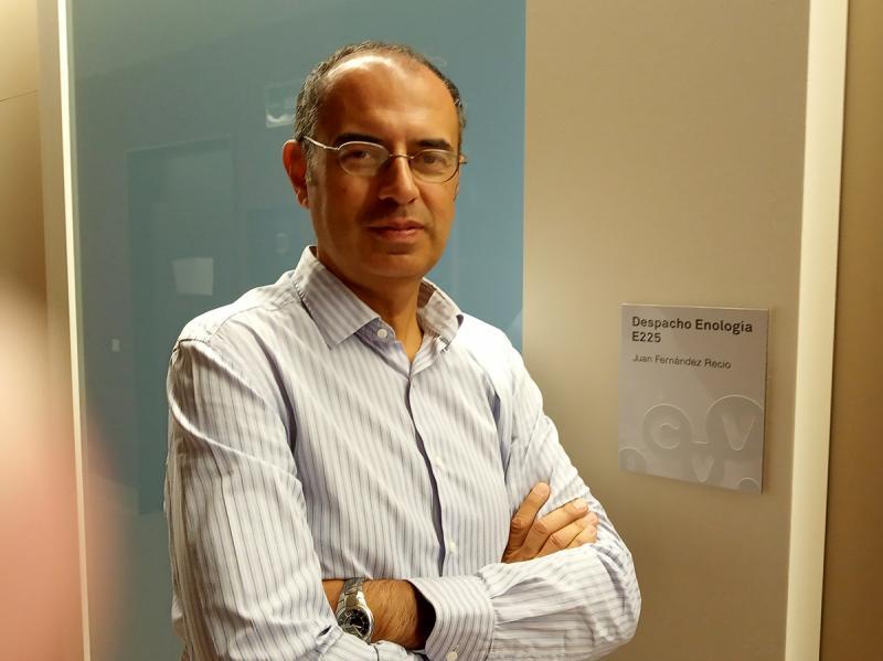 Juan Fernández Recio pone en marcha una línea de investigación transversal en Bioinformática Estructural, para estudiar procesos biomoleculares relacionados con el vino